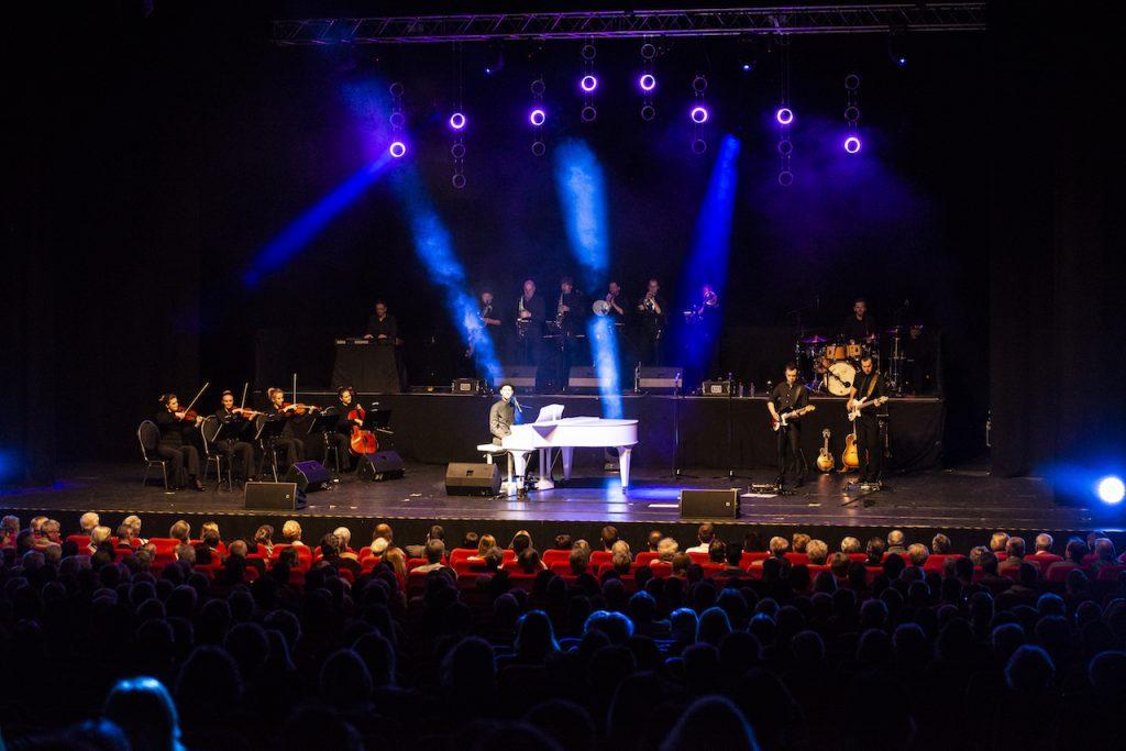 Komplettes Bühnenbild Schmitt singt Jürgens - Die Udo Show mit Big Band