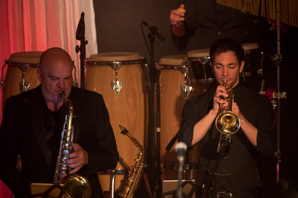 Saxophonist und Trompeter bei Schmitt singt Jürgens Die Udo Show